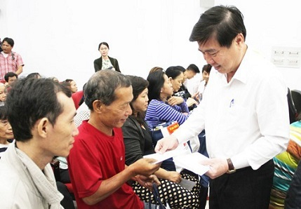 https://conglyxahoi.net.vn/thoi-su/tphcm-chi-818-ty-dong-tang-nguoi-dan-an-tet-canh-ty-2020-31593.html